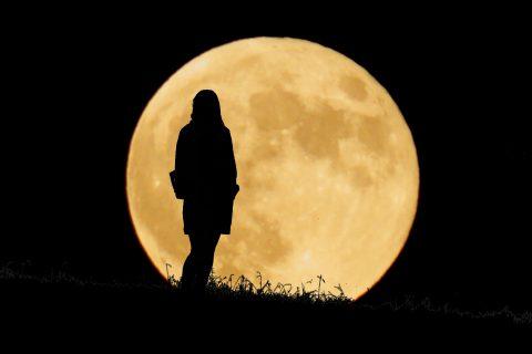 月の周期に合わせたアロマの選び方|月の満ち欠けと女性の身体の関係って?