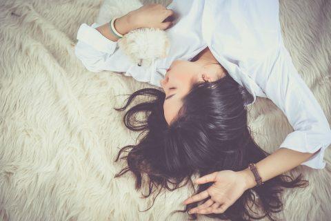 【冬季うつ】冬の不調、過眠過食、気分の落ち込みはうつ?冬に気を付けたい生活習慣と食事