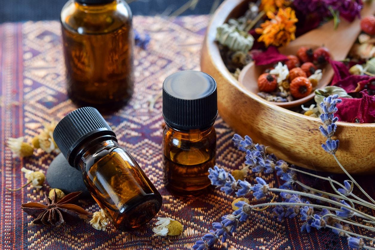 アロマってどう取り入れるの?香りで日常を豊かにするアロマテラピーのはじめかた
