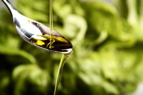 脂質の種類を徹底解説!食べてダイエット、美容に効果のあるオイルの選び方